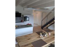 Esszimmer, Küche mit Treppenaufgang